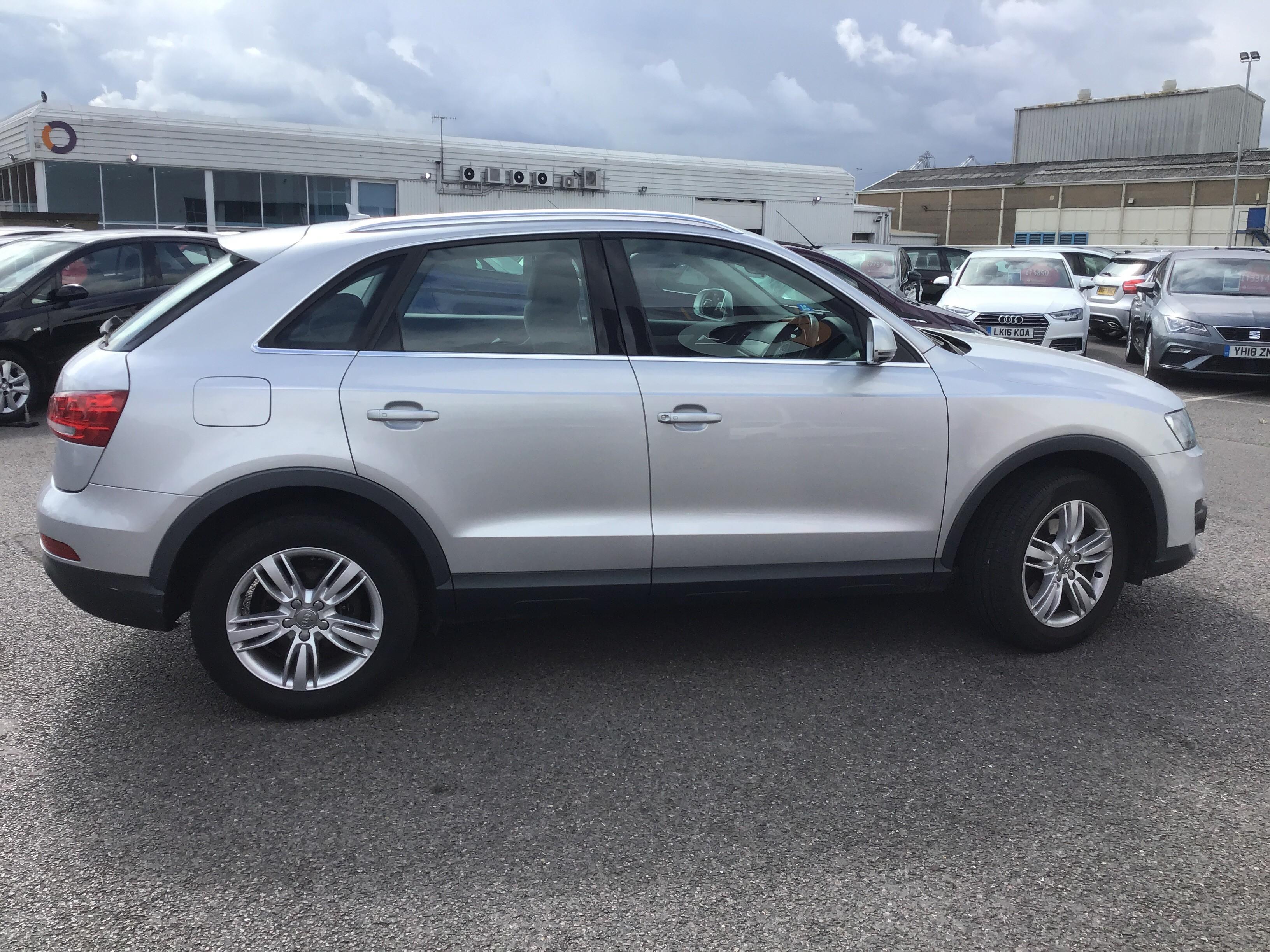 Audi Q3 2.0 TDI SE 5dr Exterior 2