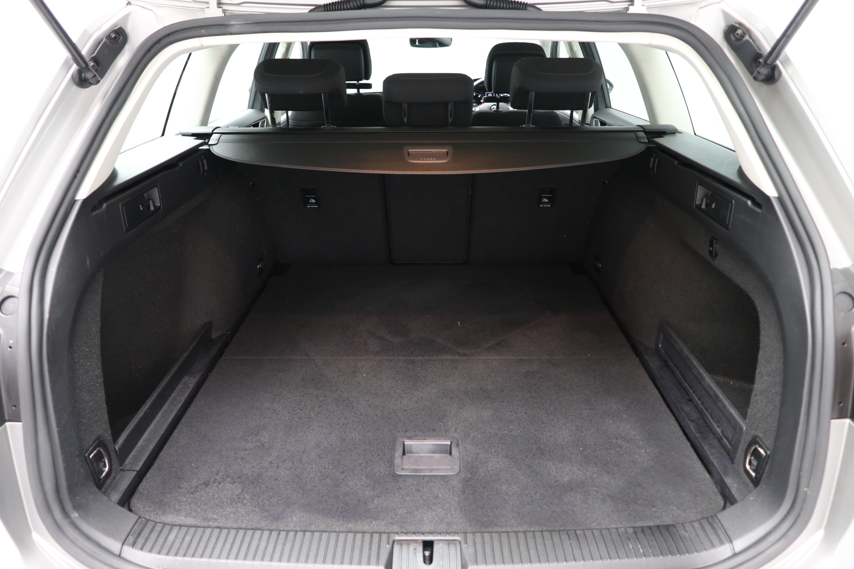 Volkswagen Passat 1.6 TDI SE 5dr Interior 2
